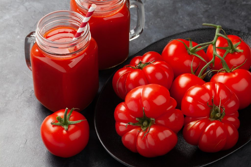 Fresh tomato juice and ripe tomatoes